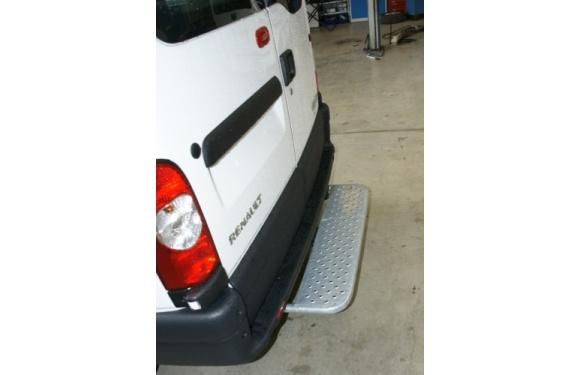 Starre Hecktrittstufe für Nissan NV400, Bj. ab 2010, Frontantrieb, für Fahrzeuge ohne Anhängerkupplung