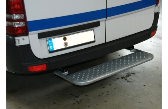 Starre Hecktrittstufe für Volkswagen Crafter, Bj. 2006-2016, Radstand 3665mm, 4,6-5,0t zul. GG, für Fahrzeuge ohne Anhängerkupplung