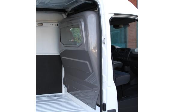 Trennwand in einem Opel Movano