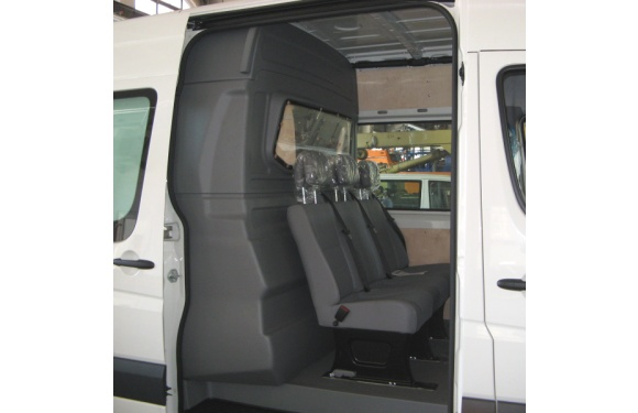Trennwand mit Fenster (C-Säule) für Volkswagen Crafter, Bj. 2006-2016, Normaldach, aus ABS-Kunststoff
