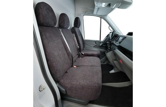 Sitzbezug in einem VW Crafter mit Beifahrer-Doppelbank
