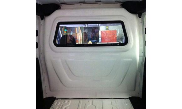 Trennwand in einem Fiat Doblo