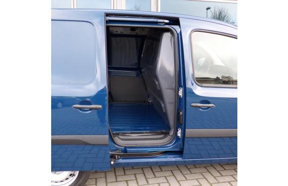Trennwand in einem Renault Kangoo