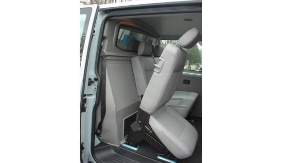 Trennwand mit Fenster (C-Säule) für Volkswagen T6, Bj. ab 2015, Normaldach, Schiebetür rechts, aus ABS-Kunststoff